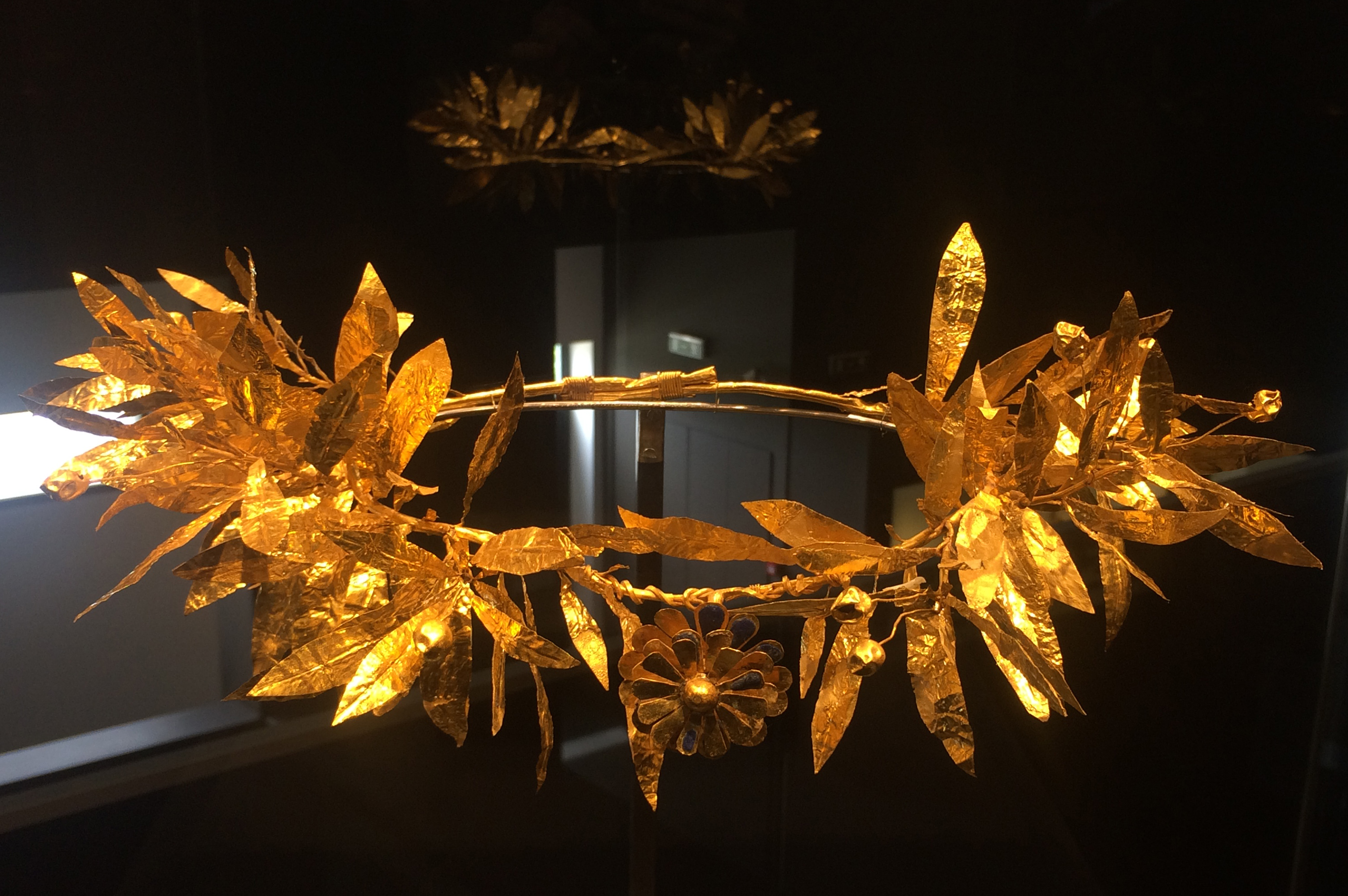 Golden wreath from Pella