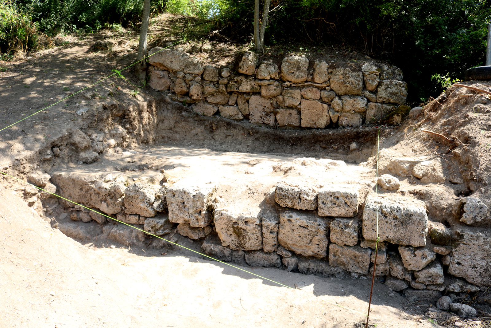 Wall section of new excavations in Mieza