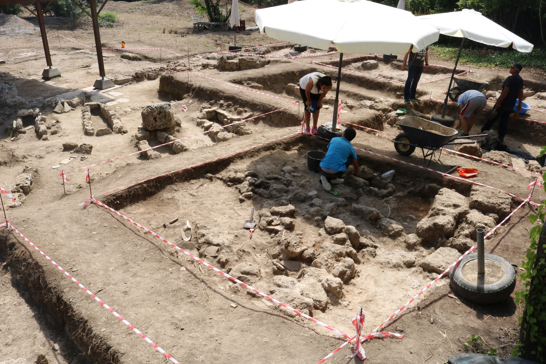 Archaeologists working on 4th century area in Mieza